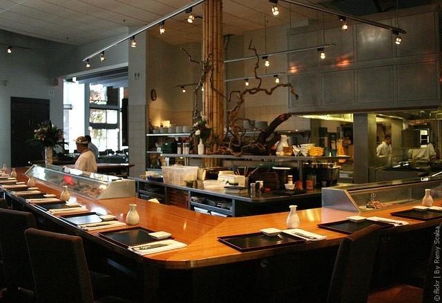 Ресторан Tojo's 16