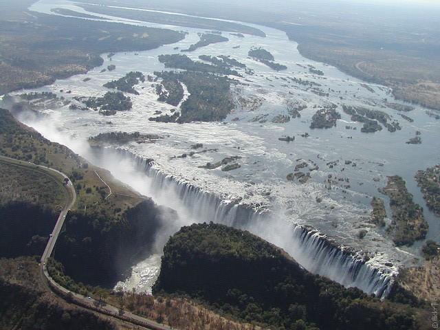 Река Замбези (Zambezi River), Замбия и Мозамбик.