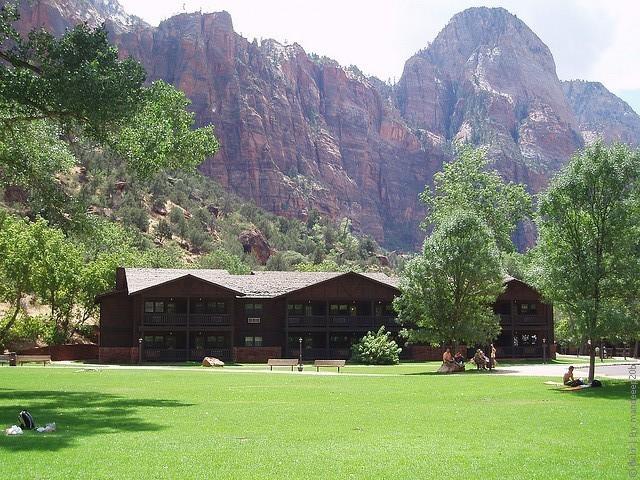 Zion-Lodge-04