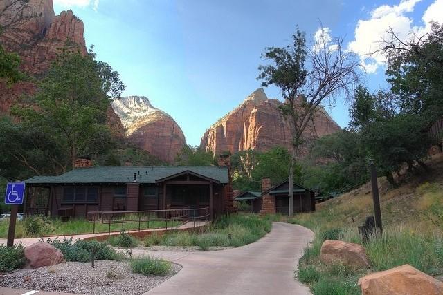 Zion-Lodge-09