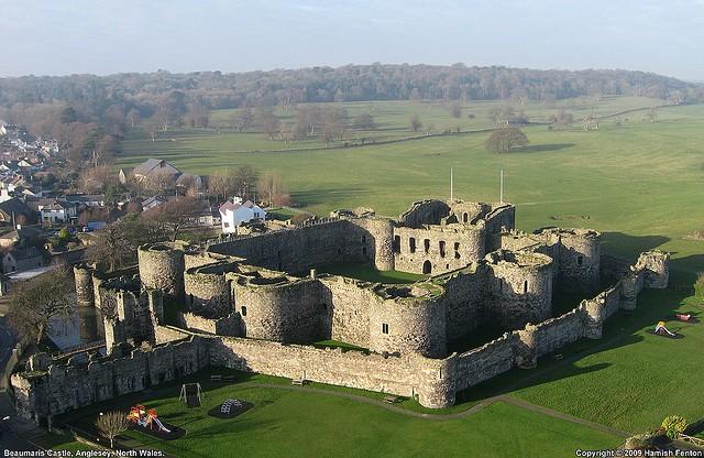 замок Бомарис Уэльс