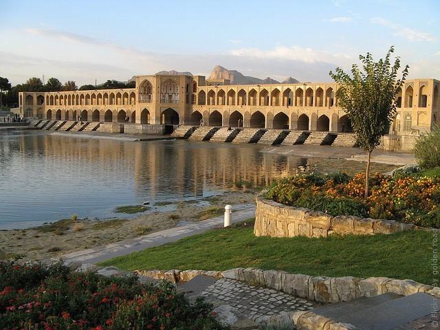 most-khadzhu-isfahan-12
