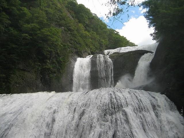 vodopad-fukuroda-01