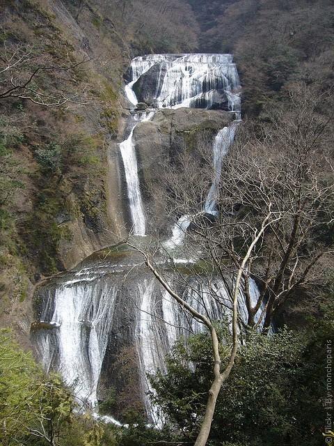 vodopad-fukuroda-02