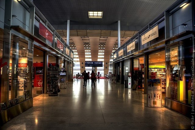 aeroport-imeni-sharlya-de-gollya-05