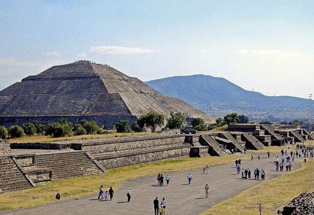 top10-piramidy-teotiuakana-2