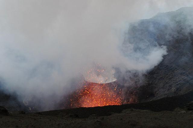 vulkan-yasur-07