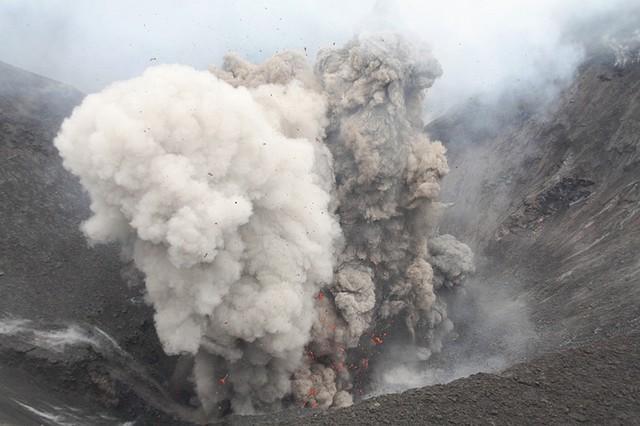 vulkan-yasur-17