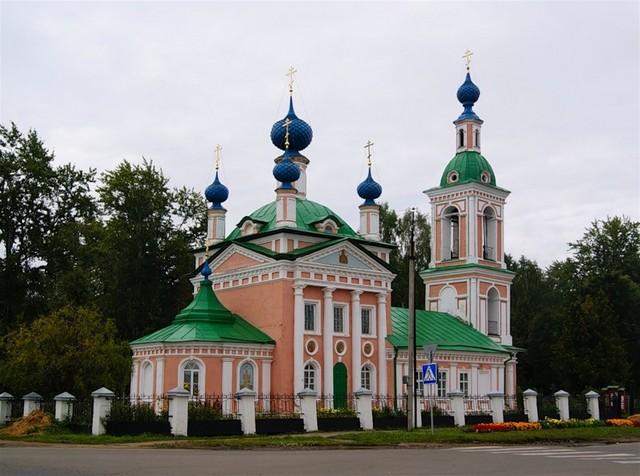 tserkov-dimitriya-na-pole