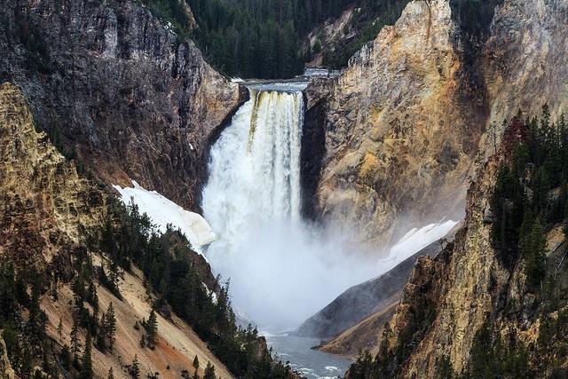 nizhnij-jelloustonskij-vodopad