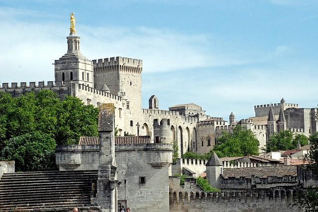 papskij-dvorec