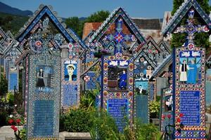 Веселое кладбище в Румынии