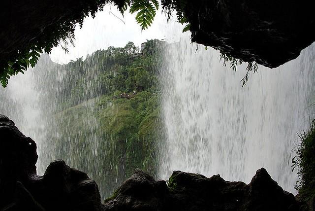 vodopad-huangoshu-09