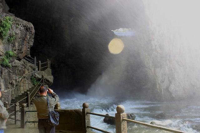 vodopad-huangoshu-14