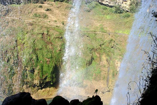 vodopad-huangoshu-17