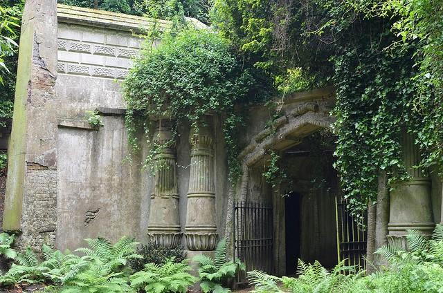 highgate-cemetery-01