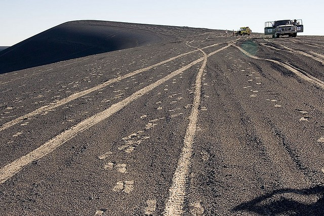 вау-ан-намус оазис в кратере