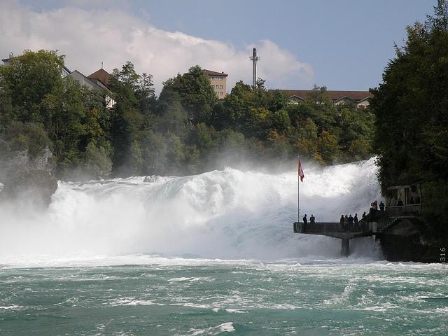Рейнский водопад на машине