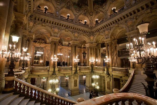 Grand Opéra), в современной Франции известна как Опера́ Гарнье́...  Опера Гарнье - одна из самых ярких...