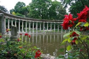 Парк Монсо в Париже, Франция.