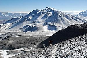 Охос-дель-Саладо, Аргентина и Чили