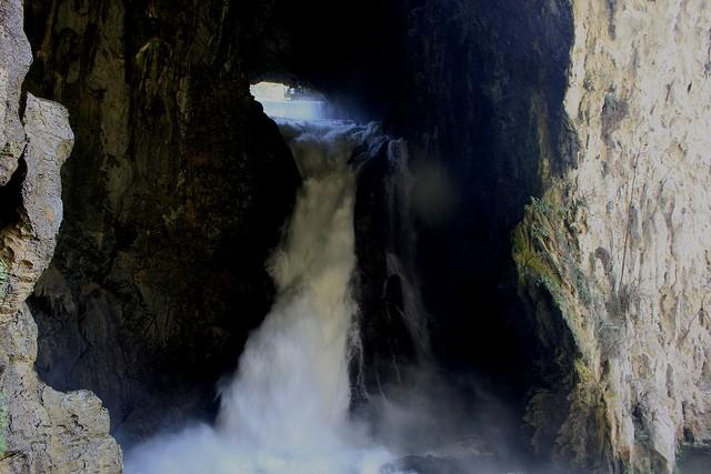 vodopad-huangoshu-11