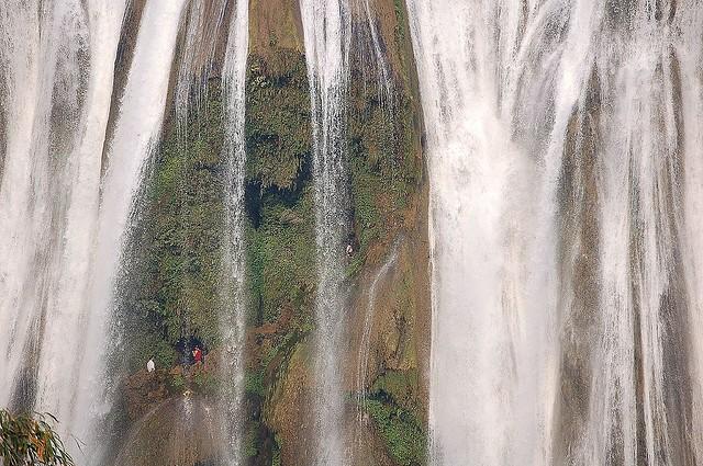 vodopad-huangoshu-16