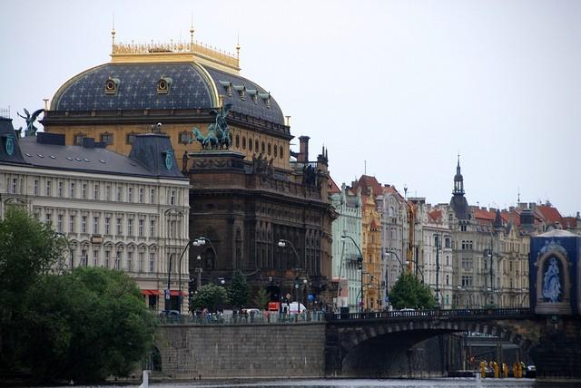 natsionalnyj-teatr