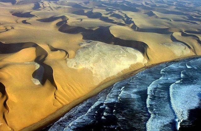 Берег Скелетов в пустыне Намиб